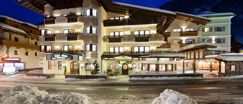 Austria_Mayrhofen_Hotel-Rose_Exterior-winter.jpg